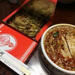 龍門 - 口水鶏と牛蜂の巣の和物、箱の中はニラと豚の炒め物
