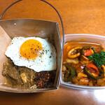 カフェパハナ - イカと野菜のカレーとチキンビリヤニ弁当