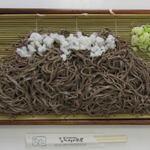 つけもの茶屋 - 木曽の御岳山をイメージした盛り付けのやまそばです。もりそば二つ分で超お得!