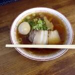 喜多方食堂 - 蔵出し醤油の鶏油・味玉