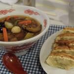 大盛軒 - 料理写真:少な目広東麺と餃子 1100円