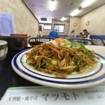 129891268 - 大判焼き マツモト@市沢町(横浜) いか玉焼きそば・ソース 横から