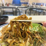 129891270 - 大判焼き マツモト@市沢町(横浜) いか玉焼きそば・ソース 麺リフト