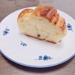 129914648 - しっとりミルクパン 150円