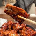 129935920 - ドライブインいとう 豚丼名人@新千歳空港店 肉盛り豚丼 ブタリフト