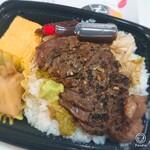 Ryoutei - ステーキ弁当¥540。玉子焼きとタケノコの煮物が横に。
