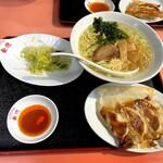 129955665 - 200313今日の定食 塩ラーメン、餃子、サラダ500円