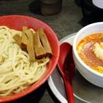 勢拉 - つけ麺(中盛、ネギ増し)・極太黒メンマ、辛味トッピング