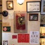 129968757 - 店内(ドリンクメニュー&色紙)