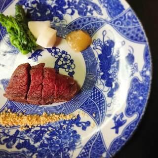 日本酒に寄り添うようにアレンジされた、創作料理の数々
