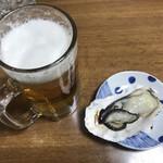 129970022 - 牡蠣と生ビール