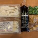 山田製麺所 - テイクアウト内容:生うどん3玉、つけ出汁(2人前)、薬味セット