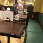 洋食 金宝堂 - テーブル席