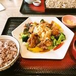 大戸屋ごはん処 - ポテタル鶏竜田のサラダ定食