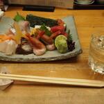 花鮨 - 料理写真:お造り盛り合わせ & 冷酒(仙禽)