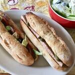 ブーランジェリー アモニエ - バゲットサンドもオサレ パテ・ド・カンパーニュ美味しかったぁ ニンニクヨーグルトドレッシングをかけたサラダと一緒にいただきました