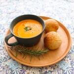 喫茶と食事 みどり - 料理写真:手づくりパンのスーププレート(サラダとドリンク付)