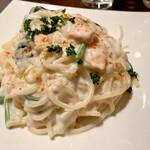 ワインバー テラ - 料理写真:サーモンとほうれん草のクリームパスタ800円