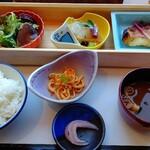 和食六甲 - 平日期間限定ランチ 800円 (ドリンクバー付、ご飯お代わり可です)