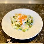 鉄板焼 花 - 海鮮サラダ