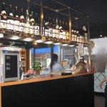 酒の大桝 雷門店 - 前面のカウンター