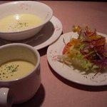 シャポー・ルージュ - コースのスープとサラダ