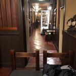神田伯剌西爾 - 廊下の向こうが喫煙スペース
