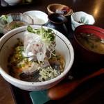 魚季亭 - 味噌たたき鯵のぶっかけ丼(1,575円)