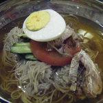 仁寺洞 - 冷麺は、麺をハサミで切って頂きます。