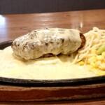 130016136 - エグモントチーズハンバーグのアップ 202005