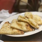 インディアンレストラン カナ - ココナッツチーズナン