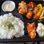 旬菜イチバ陣屋門 - つくば鶏の竜田揚げ弁当