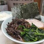 横浜ラーメン 武蔵家  - 料理写真:旨辛メン/のり/キクラゲ ¥950