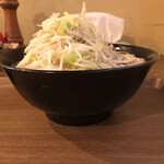 Mendokorosamba - とんこつラーメン大盛野菜まし
