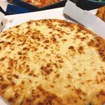 ドミノピザ - 料理写真:500gチーーーーズ!!塩とはちみつかけたらまぁまぁイケる。