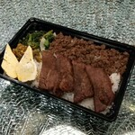 亜門 - 牛タン弁当 880円(税抜)