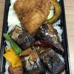 魚串さくらさく - さば黒煮とアジフライ重@800円