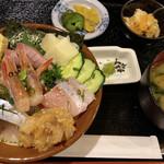 越後一会 十郎 - ぎっしり海鮮丼
