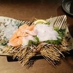 漁師ダイニング&World beer アンカー - 生キングサーモン刺、地穴子刺