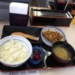 13004472 - 牛鮭定食に感動(^∇^)