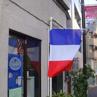 サン・ヴァンサン - フランス国旗が目印です。フランスワイン中心のお店ですので。