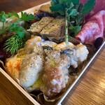 生牡蠣と魚介炭火焼 Carbon -