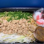 コストコ - 太麺の上に、たっぷりのひき肉とねぎ、温玉、辛味ソースが!!