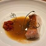 hiroto - サスエ前田さんのキンメダイのスープ・ド・ポワソン フランボワーズとベリーのコンフィが素敵なアクセントです♪