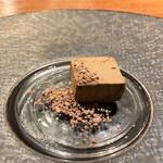 hiroto - 鹿児島産オナガ鴨のフォアグラのパテ チョコレートのパウダーの苦みと甘みがフォアグラに合います♪