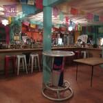 デスペラード - カウンター席、立ち飲みテーブル(2020/05撮影)