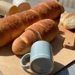 フランシージェファーズ カフェ - 大きくてやわらかい、自家製ソフト生フランスパンです。アレンジも様々なので、大きくても足りないくらい!?