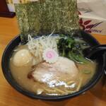 横浜ラーメン てっぺん家 - 料理写真:ランチセット880円