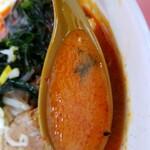 ラーメン 秦々 - 激辛味噌ラーメンのスープ