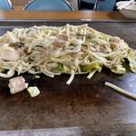 かづ - 料理写真:ホルモン3人前 うどん6玉 1070円✖️3人